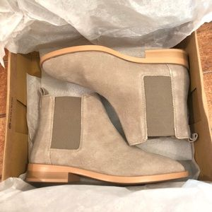 NWT ASOS design Suede Chelsea Boot - Sand 6